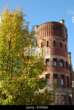 The five-story tower of Cleveland Grays Armory Museum is part of one of the oldest buildings in downtown Cleveland, Ohio, USA being built in 1894. - Stock Photo