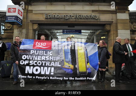 Edinburgh, UK. 14th Nov, 2018. Ahead of a Holyrood vote calling for the ScotRail break clause to be exercised, Scottish Labour leader Richard Leonard and Transport spokesperson Colin Smyth campaign at Waverley station. Credit: Colin Fisher/Alamy Live News - Stock Photo