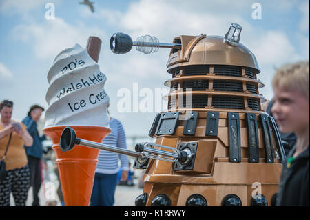 Aberystwyth, Ceredigion, West Wales Saturday 18th June 2016 UK Weather:The weather is so nice even the Daleks can not resist queing up for some Welsh  - Stock Photo