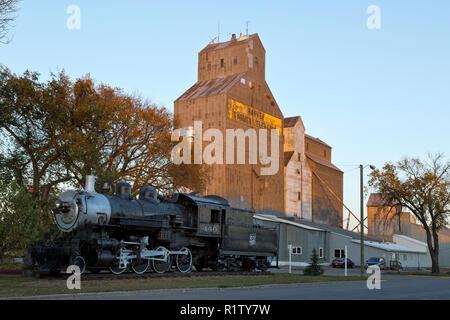 Harvey 'Farmers Elevator'  & the older Harvey Farmers Union elevator to the right,  440 SooLine Steam Locomotive. - Stock Photo