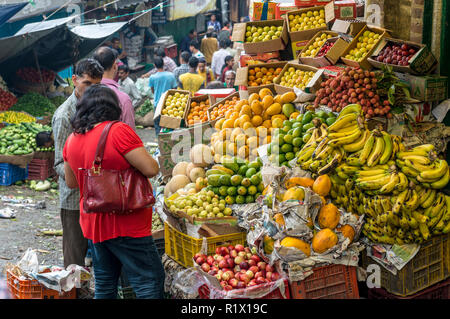 A local woman buying fruits in the market of Shimla, the capitol of the state Himachal Pradesh and a very popular hillstation at 2.200 m - Stock Photo