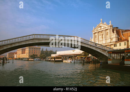 Ponte dei Scalzi, Venice, Italy: the Grand Canal and the Chiesa dei Scalzi beyond - Stock Photo