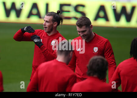 Cardiff, Wales, UK. 15th Nov 2018. Gareth Bale of Wales gestures and chats to Sam Vokes of Wales (r)  during the Wales football squad training at the Cardiff City Stadium in  Cardiff , South Wales on Thursday 15th November 2018.  the team are preparing for their UEFA Nations League match against Denmark tomorrow.   pic by Andrew Orchard/Alamy Live News - Stock Photo