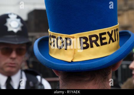 London UK.15th Nov 2018. An anti-Brexit demonstrator out side the  the Houses of Parliament. Credit: Thabo Jaiyesimi/Alamy Live News - Stock Photo