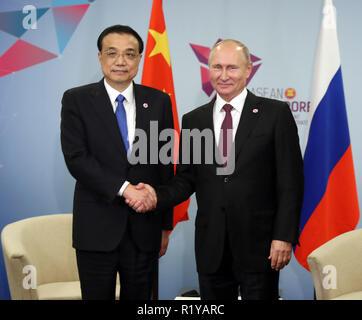 Singapore. 15th Nov, 2018. Chinese Premier Li Keqiang meets with Russian President Vladimir Putin in Singapore, on Nov. 15, 2018. Credit: Liu Weibing/Xinhua/Alamy Live News - Stock Photo