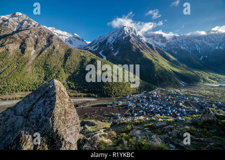 Chitkul is the last village of Sangla Valley, located at 3.400 m and surounded by snow covered mountains - Stock Photo