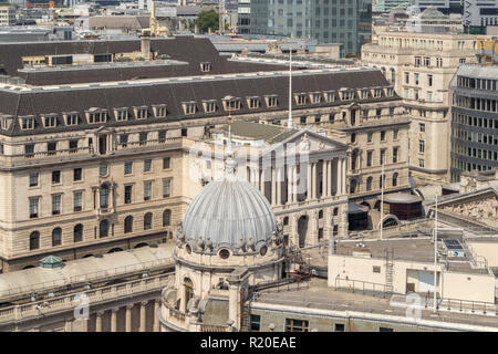 Rooftop view of the front entrance portico of the Bank of England in  Threadneedle Street, City of London, EC2 in the Bank Conservation Area - Stock Photo