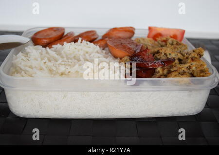 A freshly cooked breakfast of egg, Lyoner sausage, tomatoes and rice at Lety's Transient Homes Baguio, B&B. Ein frisch zubereitetes Frühstück - Stock Photo