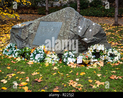 Conscientious Objectors' Commemorative Stone in Tavistock Square Gardens, Bloomsbury, London Unveiled 1994 by Sir Michael Tippett & Peace Pledge Union - Stock Photo