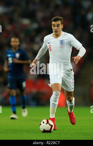 Wembley Stadium, London, UK. 15th Nov, 2018. Wayne Rooney Foundation International football friendly, England versus United States of America; Harry Winks of England Credit: Action Plus Sports/Alamy Live News - Stock Photo