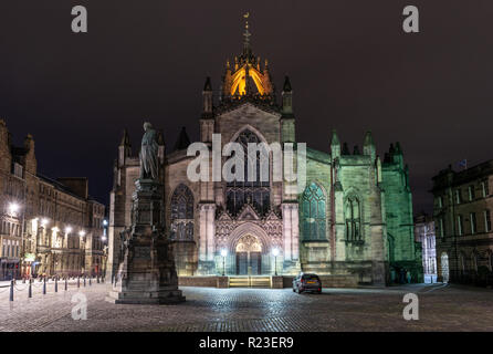 Edinburgh, Scotland, UK - November 2, 2018: St Giles Cathedral, the High Kirk of Edinburgh and of the Presbyterian Church of Scotland, is lit at night - Stock Photo
