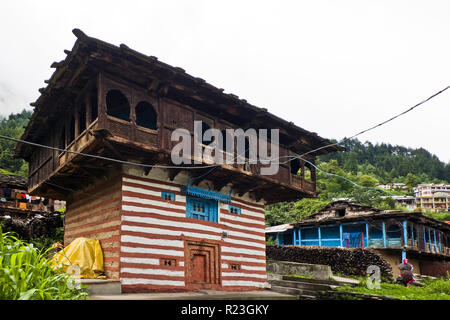 India, Himachal Pradesh, Old manali, 08/12/2010: typical Himalayan house in the village of Old Manali - Stock Photo