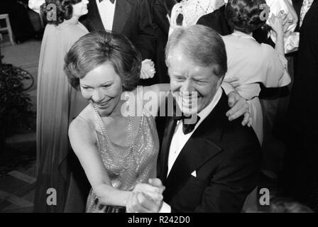 Photograph of President Jimmy Carter and First Lady Rosalynn Carter dancing at a White House Congressional Ball. Photographed by Marion S. Trikosko. Dated 1977 - Stock Photo