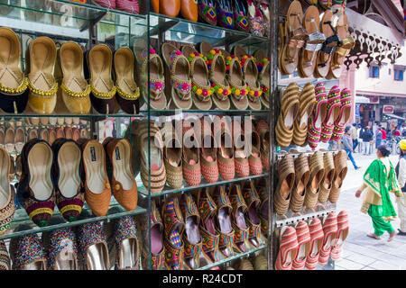 Traditional Indian slippers for sale, Amritsar, Punjab, India, Asia - Stock Photo