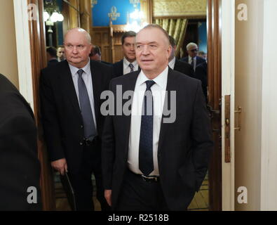 Moscow, Russia. 16th Nov, 2018. MOSCOW, RUSSIA - NOVEMBER 16, 2018: The Director of the Department of Africa of the Russian Foreign Ministry Andrei Kemarsky (L), and the President of Russia's Chamber of Commerce and Industry Sergei Katyrin (R) before a meeting of the Business Council of the Ministry of Foreign Affairs of the Russian Federation at the Ministry's Reception House. Mikhail Japaridze/TASS Credit: ITAR-TASS News Agency/Alamy Live News - Stock Photo