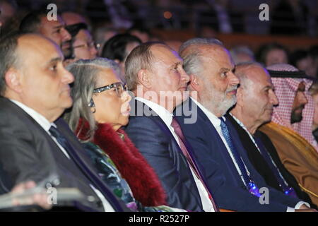St Petersburg, Russia. 16th Nov, 2018. ST PETERSBURG, RUSSIA - NOVEMBER 16, 2018: US jazz singer Patti Austin (2nd L) and the President of Russia Vladimir Putin (3rd L) at a gala opening concert at Mariinsky II; the event is part of the 7th St Petersburg International Cultural Forum. Mikhail Klimentyev/Russian Presidential Press and Information Office/TASS Credit: ITAR-TASS News Agency/Alamy Live News - Stock Photo