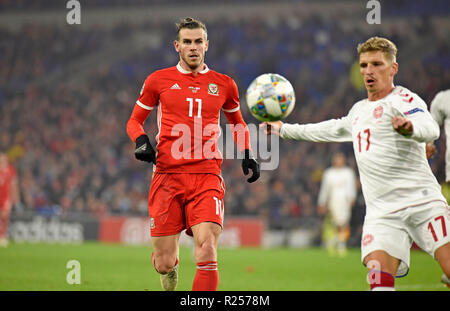 Cardiff - Wales - UK - 16th November 2018 - UEFA Nations League 2019 : Wales v Denmark at the Cardiff City Stadium Gareth Bale of Wales watches as Jens Stryger Larsen of Denmark clears the ball in the second half. - Stock Photo