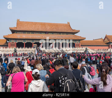 Crowds approach Palace Museum in Forbidden City - Stock Photo