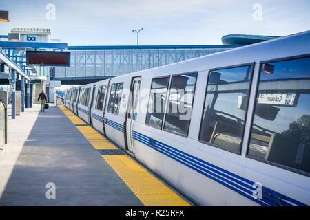 November 19, 2017 Oakland/CA/USA - BART train ready to depart from Coliseum BART stop, east San Francisco bay area - Stock Photo