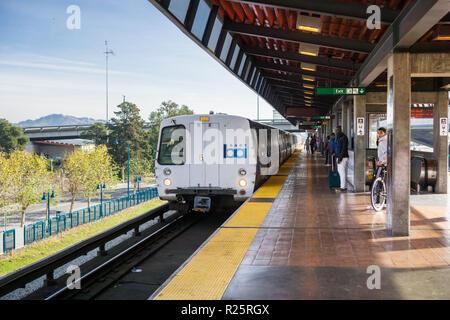 November 19, 2017 Oakland/CA/USA - BART train arriving at the Coliseum stop, Richmond bound, east San Francisco bay area - Stock Photo