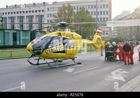 ÖAMTC-Hubschrauber am Karlsplatz Stock Photo