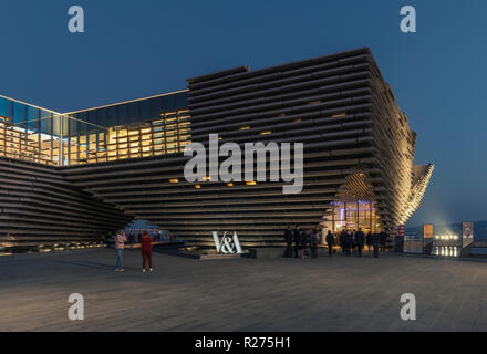 The new V&A design museum on Dundee's regenerated waterfront has already passed the 100,000 visitor mark within 2months of opening, Dundee Scotland UK - Stock Photo