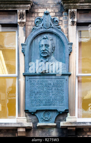 Memorial plaque on house once occupied by Cecil Rhodes in King Edward Street, Oxford.  Details in Description. - Stock Photo