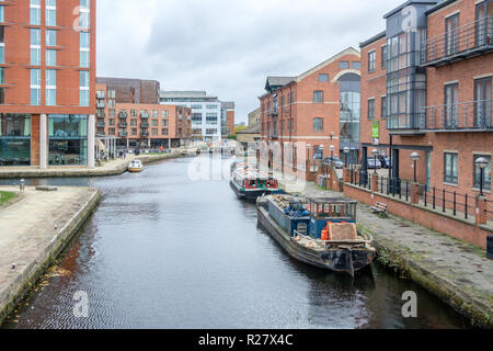Leeds and Liverpool Canal at Granary Wharf in the city center of Leeds. The canal is 127 miles long and includes 91 locks as it crosses the Pennines. Stock Photo