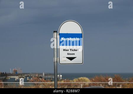 Heiligenhafen, Germany. 10th Nov, 2018. A sign for a vending machine to buy a ticket to the health resort near the pier. The harbour town on the Baltic Sea in the district of Ostholstein is a state-approved sea spa. Main source of income has also been since the extensive investment in infrastructure tourism. Credit: Soeren Stache/dpa-Zentralbild/ZB/dpa/Alamy Live News - Stock Photo