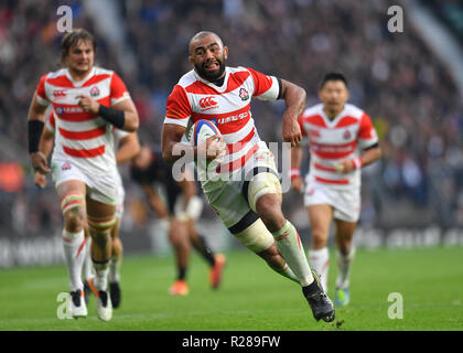 Twickenham Stadium, London, UK. 17th November 2018. Japan's Michael Leitch (c) in action during Quilter International: England v Japan match at Twickenham Stadium. .  (Editorial use only, license required for commercial use. No use in betting, games or a single club/league/player publications.) - Stock Photo