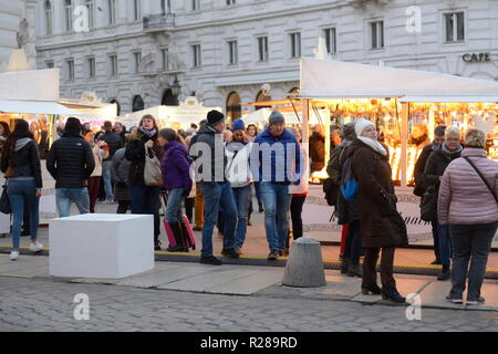 "Vienna, Austria. 17th November 2018. On the third weekend of November the traditional Christmas markets in Vienna are opening their doors. Picture shows ""k. u k. Weihnachtsmarkt"" Christmas Market at the Michaelerplatz.  Credit: Franz Perc / Alamy Live News - Stock Photo"