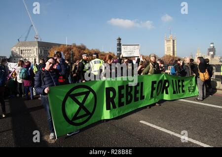 London, UK. 17th Nov, 2018. Thousands gathered in central London to demand the government take greater action on climate change 17th November 2018. The Extinction Rebellion campaigners gathered on and closed 5 bridges in London.  Southwark, Blackfriars, Waterloo, Westminster and Lambeth bridges were occupied for several hours. Credit: Haydn Wheeler/Alamy Live News - Stock Photo