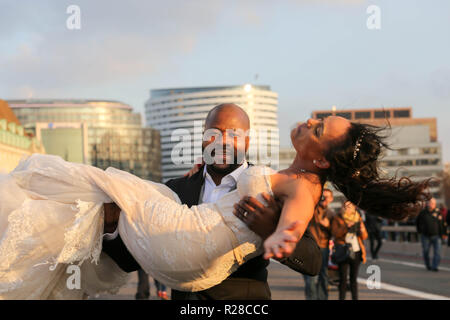 London, UK. 17th Nov, 2018. A newlywed couple take advantage of Westminster bridge being closed for the demonstration. Penelope Barritt/Alamy Live New - Stock Photo