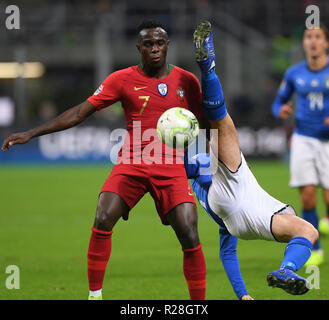 Milan, Italy. 17th Nov, 2018. Italy's Alessandro Florenzi (R) vies with Portugal's Bruma during the UEFA Nations League soccer match between Italy and Portugal in Milan, Italy, Nov. 17, 2018. The match ended with a 0-0 draw. Credit: Alberto Lingria/Xinhua/Alamy Live News - Stock Photo