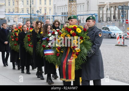 Berlin, Germany. 18th Nov, 2018. Emmanuel Macron at the wreath-laying ceremony in the Neue Wache in Berlin. On Memorial Day on 18.11.2018, the victim of war and tyranny in Berlin is commemorated. Credit: SAO Struck/Alamy Live News - Stock Photo