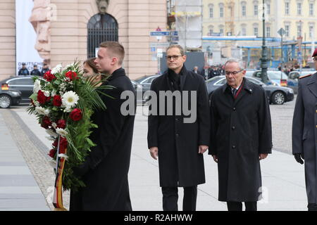 Berlin, Germany. 18th Nov, 2018. Michael Müller at the wreath-laying ceremony in the Neue Wache in Berlin. On Memorial Day on 18.11.2018, the victim of war and tyranny in Berlin is commemorated. Credit: SAO Struck/Alamy Live News - Stock Photo