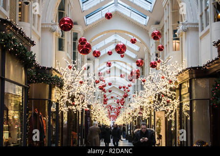 London, UK. 19th Nov, 2018. The iconic 19th century Burlington shopping arcade in Piccadilly is lined with Christmas decorations Credit: amer ghazzal/Alamy Live News - Stock Photo