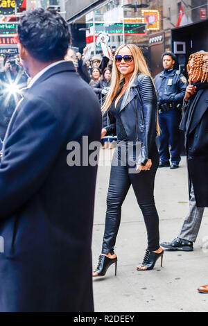 New York, USA. 19th November, 2018. US singer Mariah Carey is seen leaving the Good Morning America television show in the Times Square area on Monday morning, this morning. (PHOTO: VANESSA CARVALHO/BRAZIL PHOTO PRESS) Credit: Brazil Photo Press/Alamy Live News - Stock Photo