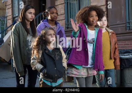Annie Year : 2014 USA Director : Will Gluck Amanda Troya, Eden Duncan-smith, Nicolette Pierini  Quvenzhane Wallis, Zoe Margaret Colletti - Stock Photo