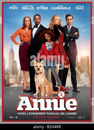 Annie Year : 2014 USA Director : Will Gluck Rose Byrne, Jamie Foxx, Cameron Diaz, Bobby Cannavale, Quvenzhane Wallis Movie poster (Fr) - Stock Photo