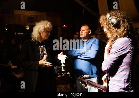 Bohemian Rhapsody Year : 2018 UK / USA Director : Bryan Singer  Brian May (Producteur) Graham King and Gwilym Lee  Shooting picture - Stock Photo