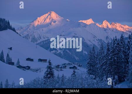 Austria, Tyrol, Zillertal, farms in Tuxertal against Ahornspitze - Stock Photo