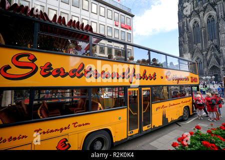 Germany, North Rhine-Westphalia, Cologne, city tour, city tours, tour bus in front of Cologne Cathedral - Stock Photo