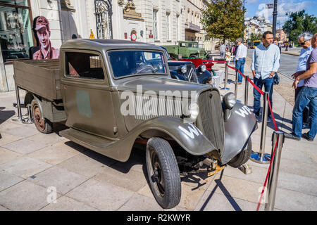 streets of Warsaw '44 historical exhibition of period paraphernalia duing the Warsaw Uprising, vintage Fiat 805 truck at the Potocki Palace, Warsaw, P - Stock Photo