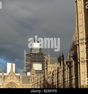 London, UK. 19th November, 2018. Dark clouds above the Houses of Parliament. Credit: Joe Kuis / Alamy Live News - Stock Photo