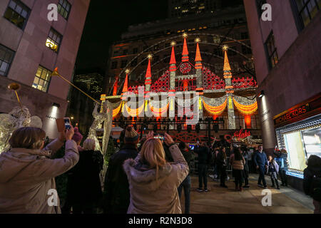 New York, NEW YORK, USA. 19th Nov, 2018. Light show at the Saks Store on Fifth Avenue in New York in the United States on Monday night, 19. Credit: William Volcov/ZUMA Wire/Alamy Live News - Stock Photo