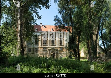 Schloss Ebenfurth ist ein in der niederösterreichischen Stadtgemeinde Ebenfurth gelegenes ehemaliges Wasserschloss. Seit 2000 bemühte sich aber die Ps - Stock Photo