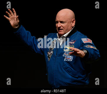 January 9, 2018 - Las Vegas, Nevada, U.S.: Former NASA astronaut SCOTT KELLY talks about his: ONE YEAR IN SPACE, at the Nikon booth, during the first day of the first day the 2018 CES show, Monday. Credit: Gene Blevins/ZUMA Wire/Alamy Live News - Stock Photo