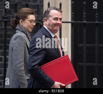 Downing Street, London, UK. 21 November, 2018. Liam Fox, Secretary of State for International Trade, arrives in Downing Street before PM Theresa May departs for PMQs. Credit: Malcolm Park/Alamy Live News.. Credit: Malcolm Park/Alamy Live News. - Stock Photo