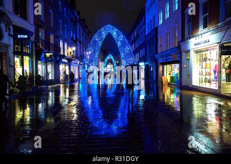London, UK. 20th Nov 2018. UK Weather: Shoppers walk through the Christmas Lights in the rain on South Molton Street, London. 20th November 2018. Credit: Thomas Bowles/Alamy Live News - Stock Photo
